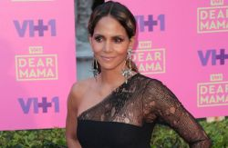 "Halle Berry - VH1's 2nd Annual ""Dear Mama: An Event to Honor Moms"" - Arrivals"
