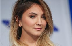 Julia Michaels - 2017 MTV Video Music Awards