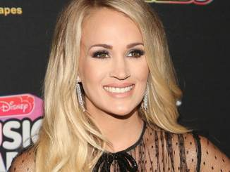 Carrie Underwood mit Brustpumpe bei den ACM Awards - Promi Klatsch und Tratsch