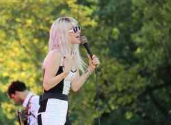 """""""Paramore"""": Deswegen überlebte Hayley Williams - Musik News"""