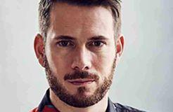 """Revolverheld"": Johannes Strate macht den Strand sauber"