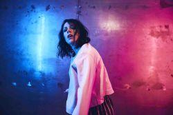 K.Flay verpackt musikalisch die Dinge, die sich glücklich machen - Musik