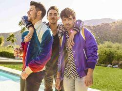 Jonas Brothers 30359469-1 big