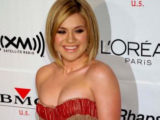 Kelly Clarkson - 2006 Clive Davis Pre-GRAMMY Awards Party
