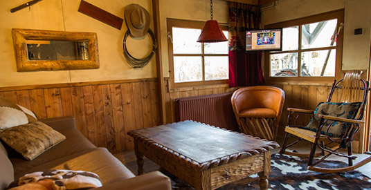 Binnenkijken in de vernieuwde cowboyhuisjes van Slagharen