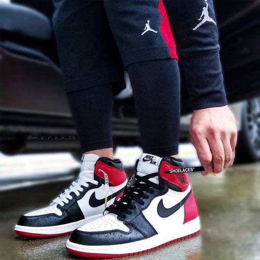 black off-white shoelaces on jordan 1