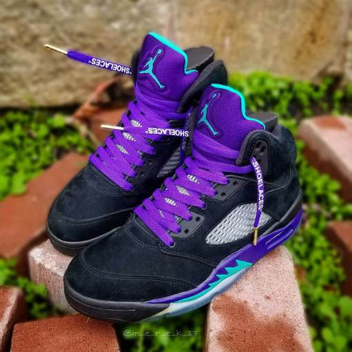 purple off-white shoelaces on jordan grapes