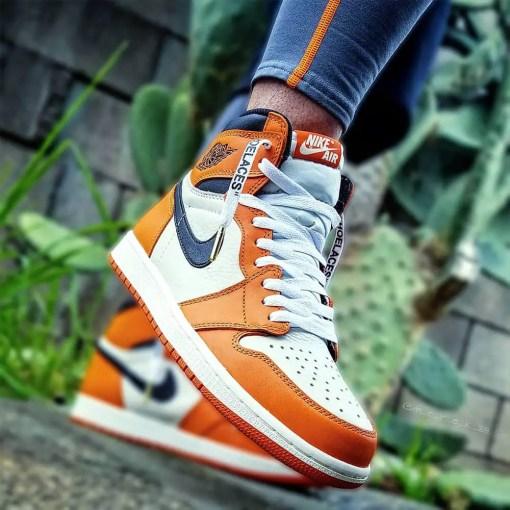 white off-white shoelaces in jordan 1