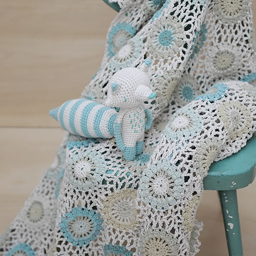 Miga de Pan crochet blanket at Loop London