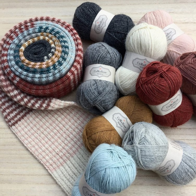 Roulade scarf kit with yarn at Loop London