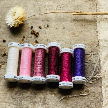 Au Ver A Soie metallic thread set in Rose