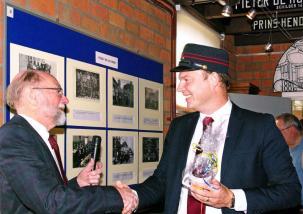 Waarnemend voorzitter Otto Weijsenfeld bedankt de Stadsdeeldirecteur.