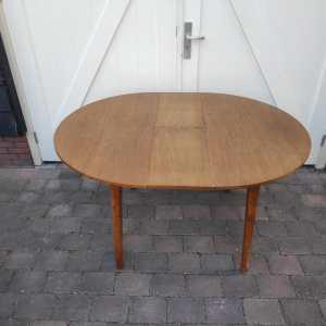 Ronde uitschuifbare tafel Pastoe eiken serie