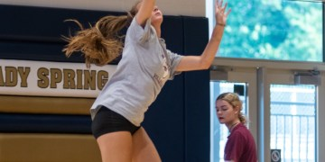 Shady Spring's Kelsie Dangerfield skies for a ball in practice in July. (Heather Belcher/Lootpress)