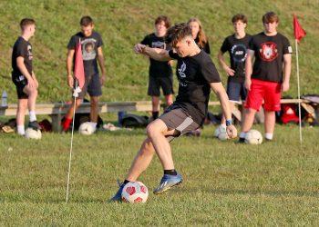 (Brad Davis/For LootPress) Oak Hill players work through possession drills during practice Thursday evening at Oak Hill High School.