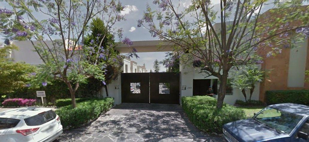 Esta es la entrada del fraccionamiento en donde vivía El Menchito. Foto de Google Maps.