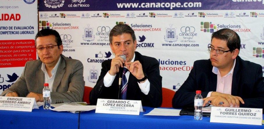 Gerardo Cleto López Becerra, presidente de la Canacope-Servytur, dijo que negocios pierden hasta 80% de sus ganancias por mega marchas de la CNTE