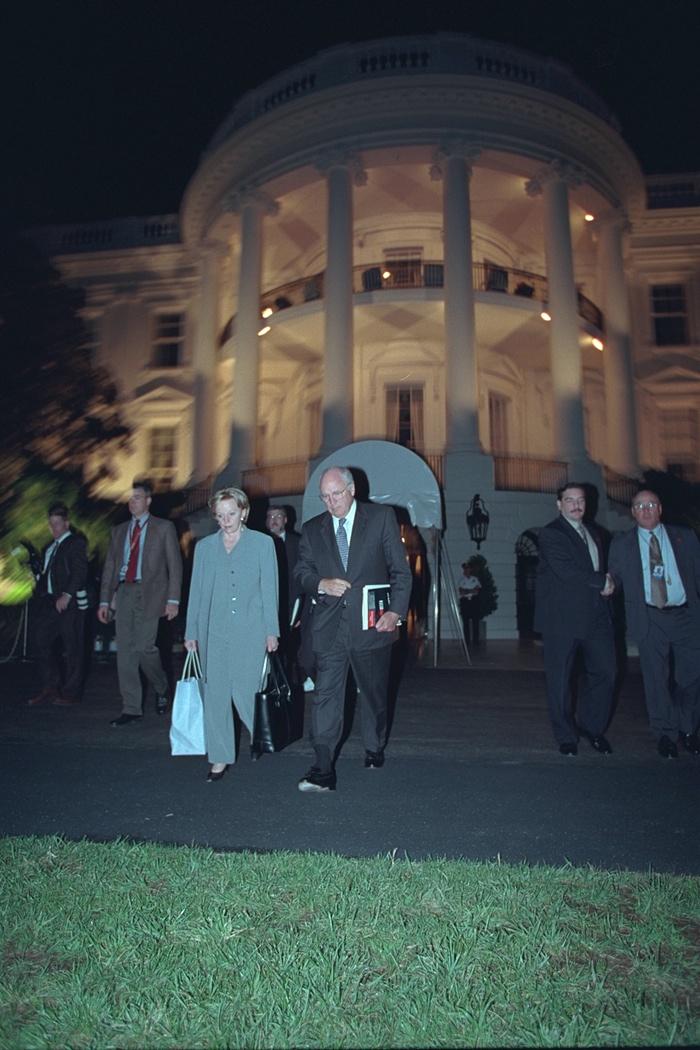 Dick y Lynne Cheney evacuan la Casa Blanca. Foto de Archivos Nacionales de EE.UU.