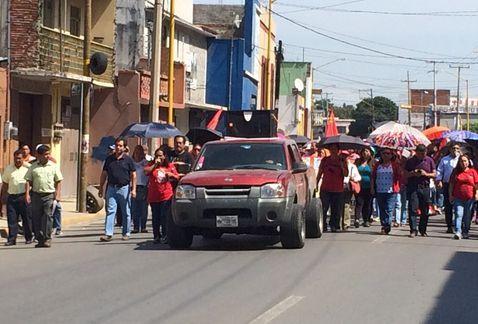 Cerca de 2 mil maestros marchan. Foto: Óscar Rodríguez