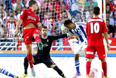 Carlos Vela y la Real Sociedad siguen sin poder marcar. Foto de EFE