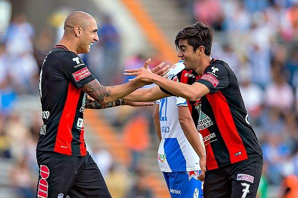 Pizarro parecía hundir al Puebla con su gol. Foto de Mexsport