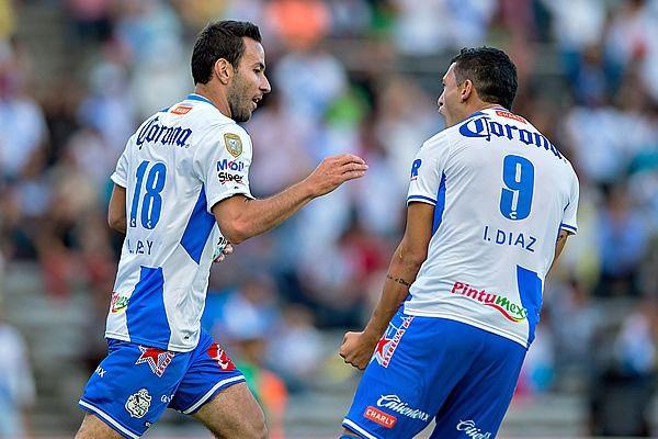 El delantero de Puebla empató el partido con su segundo gol. Foto de Mexsport