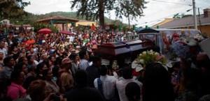 Lesbia-Urquía-entierro-loquesomos