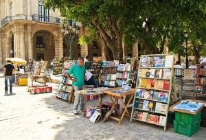 Habana-plaza-armas-libros-loquesomos