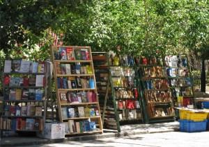 loquesomos.-Habana-plaza-armas-librosjpg
