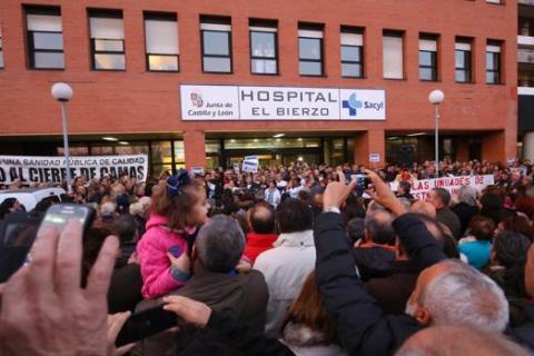 La Policía desaloja a los encerrados en el Hospital El Bierzo