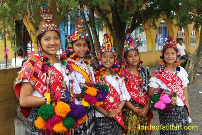 These queens are k'iche' speakers from San Bernardino Suchitepéquez. However most coastal youth have forgotten k´iche´.