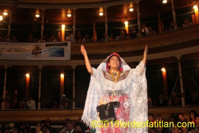 This queen participating in the election of Flor Nacional in Xela's municipal theatre is from San Pedro Soloma, Huehuetenango and therefore speaks q'anjob'al. Here she participates in an election won by a 27 year-old, even though the age limit was 25. However, fraud and corruption were the clear winners on this night. Xela, however, has a history for corruption in the election of Flor Nacional.