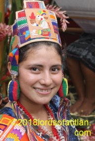 Evelin represented San Lorenzo Suchitepéquez and therfore speaks k´iche´. However, she learned idiom in Aldea Vasquez, Totonicapán, where she was born.