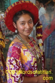 In 2010 Jeidi accompanied her cousin Brenda, then queen of El Llano del Pinal; Quetzaltenango. However, here she is several years later as the queen of her town.