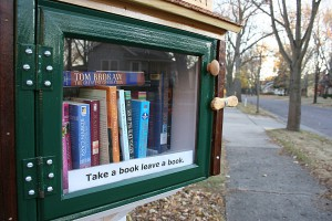 little-library-front-close-up
