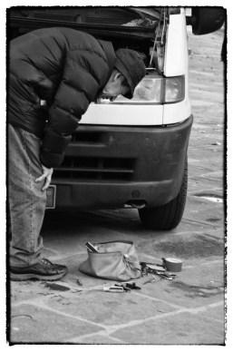Piazza Santo Spirito, furgone da riparare 3