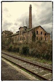 Ciminiera di ex stabilimento industriale abbandonato