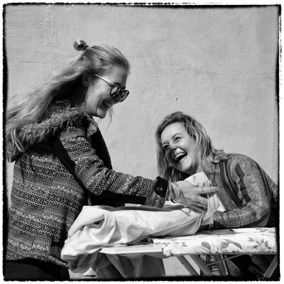 Ragazze che ridono - StreetPhotography