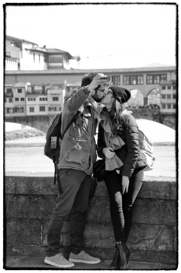 Bacio con selfie a Firenze - StreetPhotography