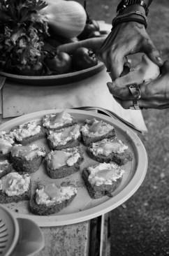 Merenda, pane per miele cannella e ricotta
