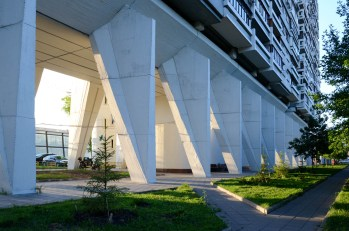 Edificio residenziale simile alla Unità di Abitazioni a Mosca