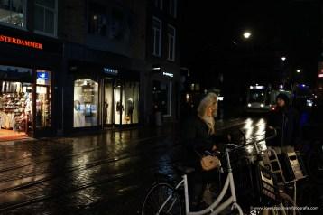 le strade di notte ad Amsterdam