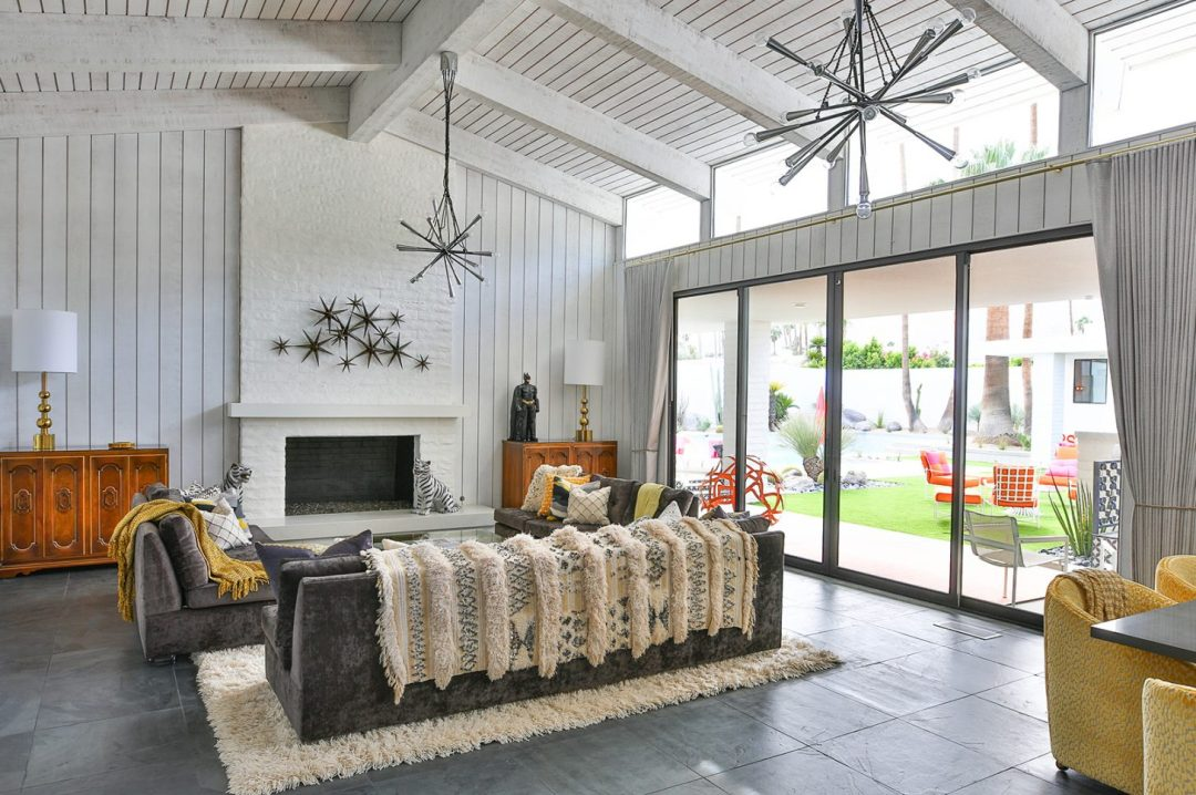 There is a reason midcentury furnishings are integrated into so many homes in Southern California. There is an inherent lounginess to them that fits in perfectly with a California-cool, indoor-outdoor home and the desert is no exception.