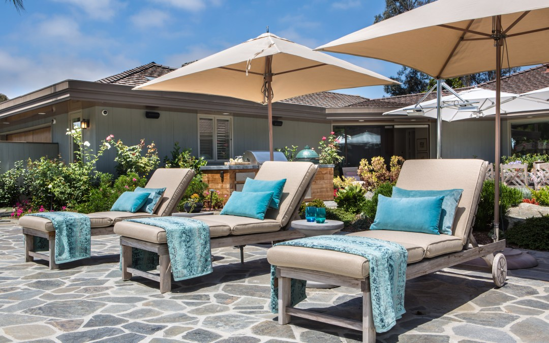 10 Essentials for the Perfect Outdoor Lounge