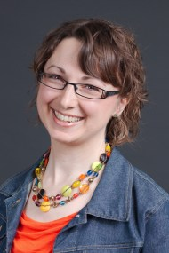 Headshot of Lori Straus, copywriter and German translator.