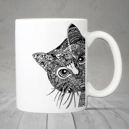 Gato curioseando