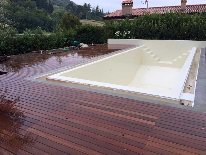 Fornitura Posa in opera pavimenti in legno per esterni