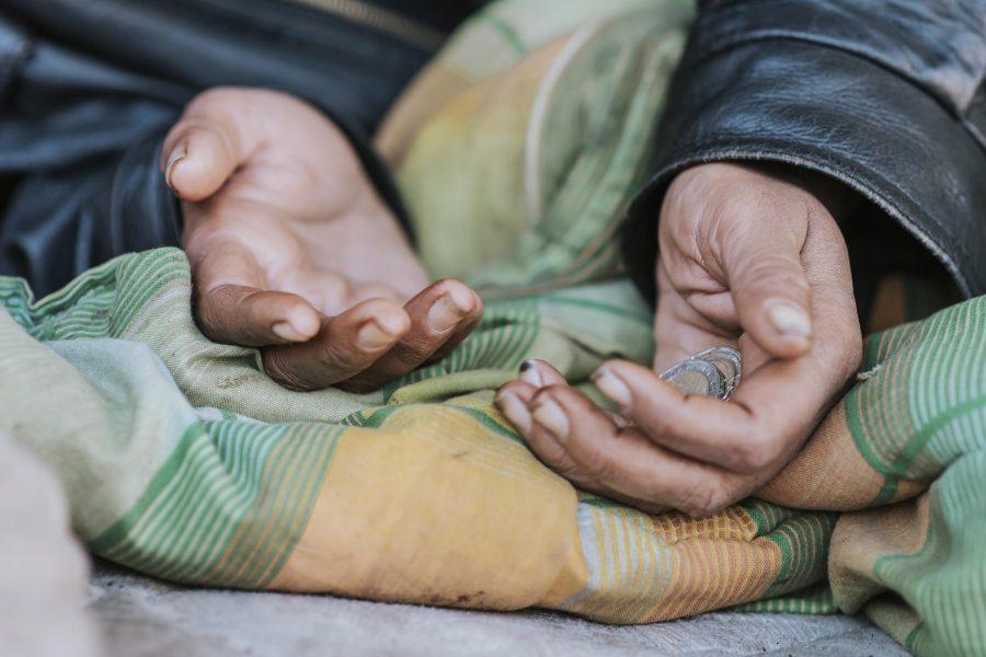 Asti, alla Farmacia Garello una raccolta fondi per aiutare un'anziana in difficoltà