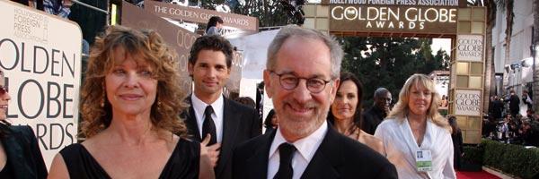 Steven Spielberg llega junto a su mujer, Cate Capshow, a una entrega de los Globos de Oro