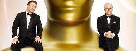 Alec Baldwin y Steve Martin, a hombros del Oscar